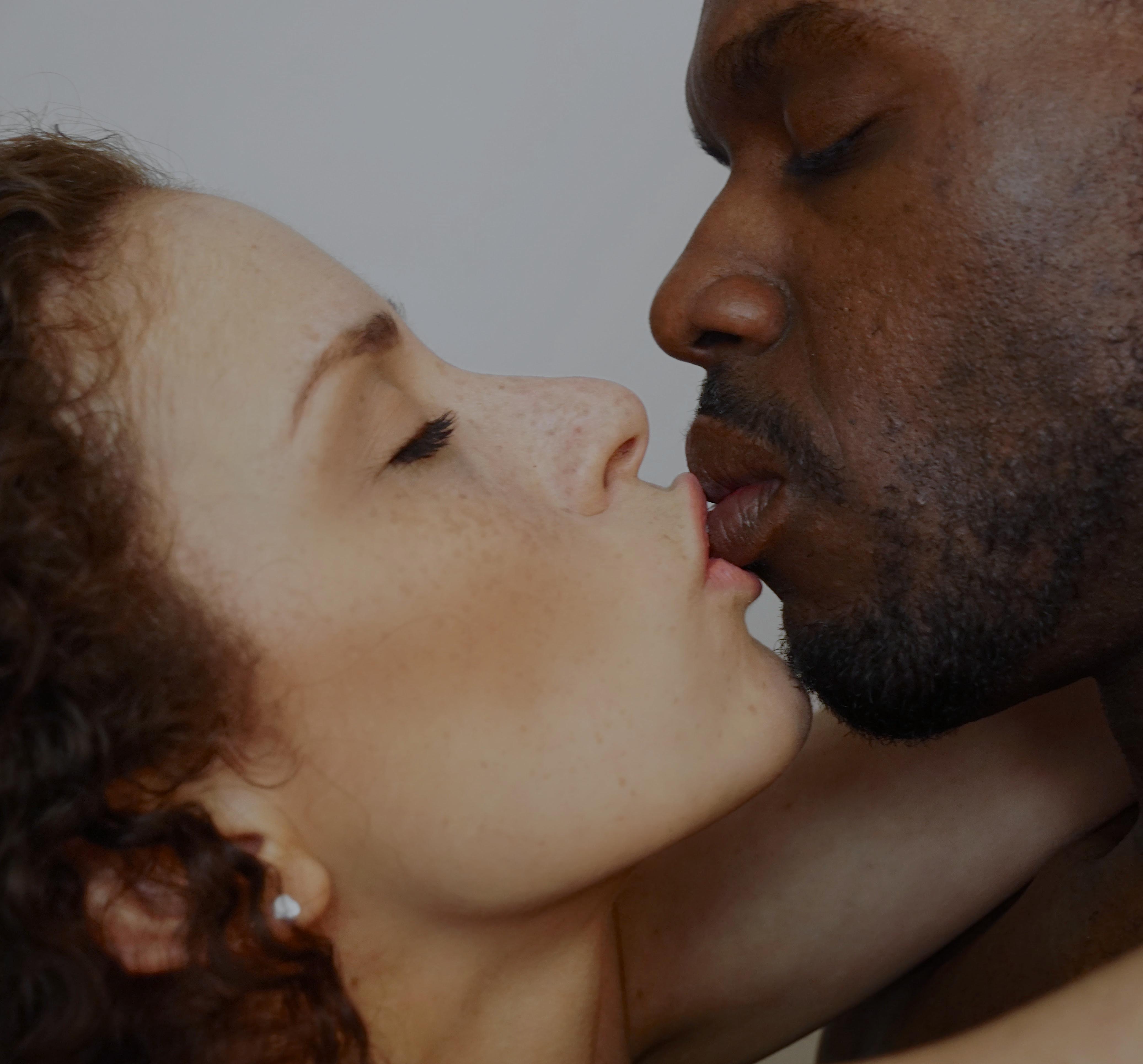 Puerto Rican woman and Jamaican man kiss
